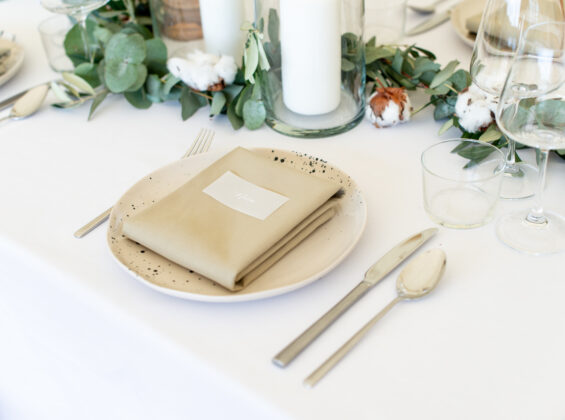 Arctic White base table cloth with Olive napkins
