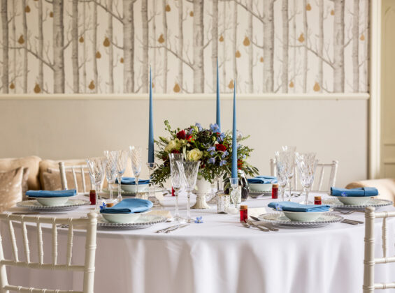Glacier Blue napkins with Arctic White round table cloths