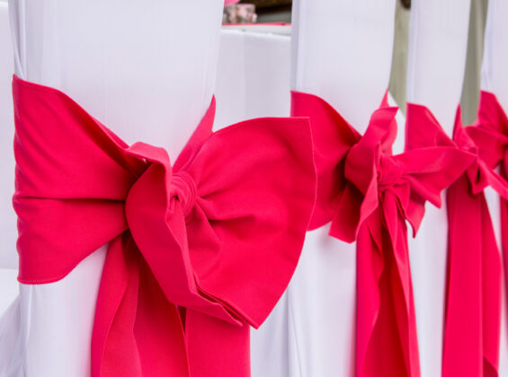 Pink Fuchsia chair sashes and bows
