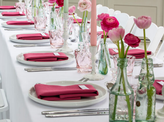 Wild Raspberry napkins with Arctic White table cloths